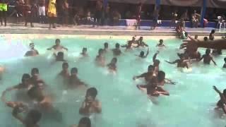 بالفيديو : أخطر مسبح في العالم (لا تفكر في الذهاب إليه)
