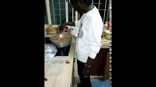 IBA MONTANA Prépare du Mafé (Tigadaigai) (Vidéo)