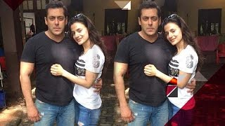 Salman Khan keeps Ameesha Patel waiting | Bollywood Gossip