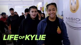Kylie Jenner & Kris Jenner Visit Kids With Birth Defects | Life of Kylie | E!