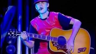Justin Bieber - Favorite Girl  LIVE HD 2011