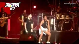 Anitta dançando com Aviões do Forró - Quero Ver as Novinhas no Chão   Fest Verão Aracaju 2017