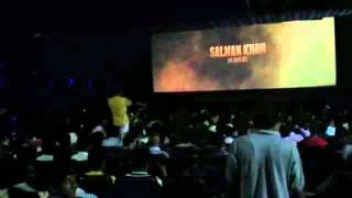 Audience reaction on SULTAN'S teaser in theater at Kolhapur