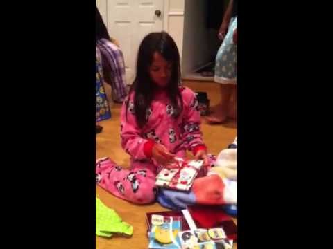 Xxx Mp4 Jana Opens Her OneDirection Christmas Gift From Aunti Kay 3gp Sex