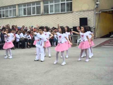 23 Nisan Şenlikleri 1 B Sınıfı Dans Gösterisi 18 Nisan 2012