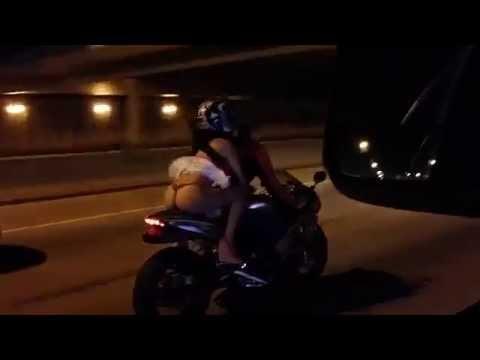 Andar de moto com saia