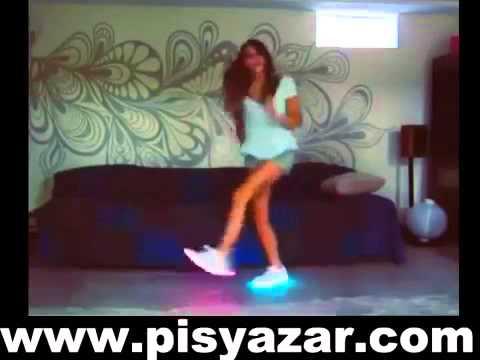 ışıklı ayakkabılarla dans eden kız