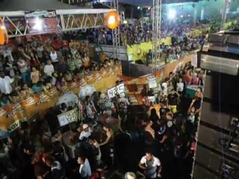Briga na Micareta de Alagoinhas 2012 ao som de Pablo.