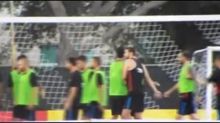 Neymar hành hung đồng đội trên sân tập