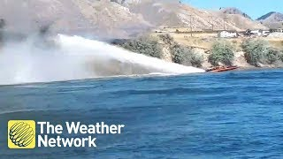 AMAZING: Boater helps put out wildfire with his boat before help arrives
