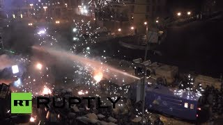 Video: Kiev police fire water cannon at rioters throwing petrol bombs, storm barricades