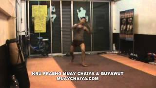 Kru Praeng Practice Muay Thai Chaiya and Guyawut