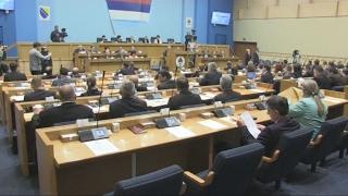 Poslanici vladajuće koalicije bez rasprave o referendumu