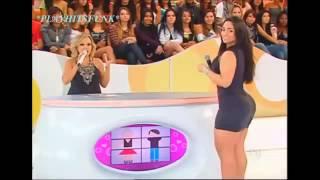 Mulher melancia dançando funk e mostrando o rabo