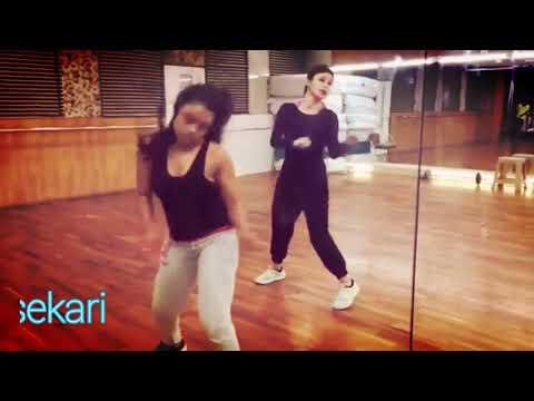 Xxx Mp4 ශිවන්යා විසේකාරි සින්දුවට දාන Dance එක කොහොමද Mouni Roy Amazing Dance In Room 3gp Sex