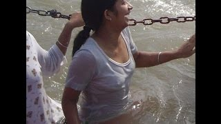 girls enjoing bath in haridwar - Ganga snan ( OPEN BATH ) हरिद्वार यात्रा -  HARIDWAR YATRA
