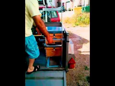 Grúa en remolque de coche para colmenas El Maqui