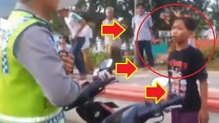 Bocah Ditilang Naik Motor : Lucu Banget Polisi Debat Ama Anak SD Bikin Ngakak Gak Karuan !!