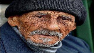 شاهد كيف صدم هذا العجوز زوجين في القطار