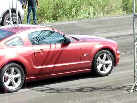 Piques en Guanare Camaro ss VS Mustang GT 2007