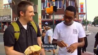 Hari Kemerdekaan RI Warga Asing Makan Durian (Mengandung Humor)
