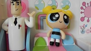 POWERPUFF GIRLS Bubbles and Professor Utonium Flip to Action Playset Toy Review
