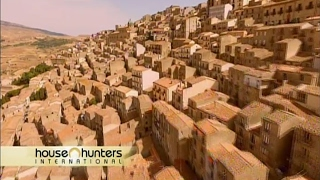 James Higginson buys a house in Sicily-- HHI episode-- One Euro House in Gangi, Sicily