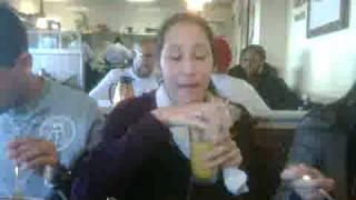 sarah eats mac n cheese.3GP