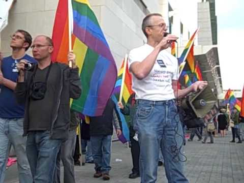 Andy Thayer, Gay Liberation Network of Chicago, Speaks in front of HRC Gala October 10, 2009
