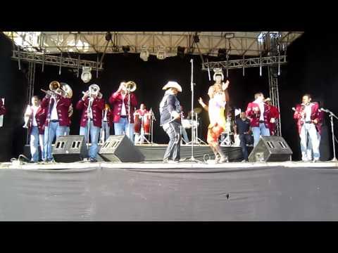 La Oyuki bailando el Tubo con Chuy Lizarraga en Zomatlan Nayarit
