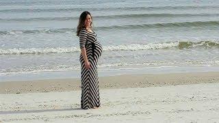التقط صورة لزوجته الحامل على الشاطئ ولكن بعد مشاهدة الصورة تفاجئوا بوجود شيء لا يصدق