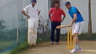 Mohammed Azharuddin giving batting tips to his son - Video