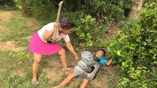 A little Boy and Sister Catch Big Snake By Digging the Hole