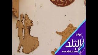 ميكي ماوس بالدرب الأحمر.. جمال يشكله على الخشب لتنمية وعي الأطفال