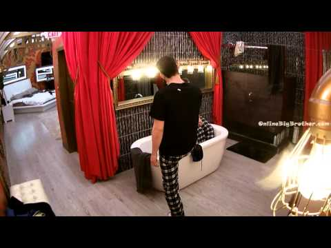 Big Brother Canada 3 Pili and Kevin kisses
