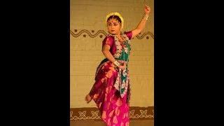 Choker majhe chai khulna village girl danching-গ্রামের  ছোট মেয়ের অবাক করা নাচ...