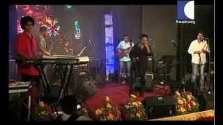 Kavilinayil Kunkumamo Song from Vandanam - Rajesh Vijay & The Band Live