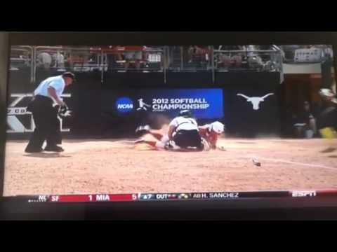 Texas vs Oregon softball fight