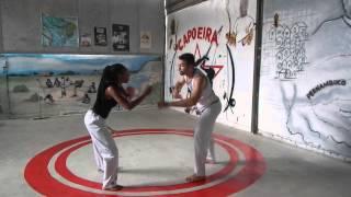 Movimentos básicos de Capoeira (1/2): Ginga, Meia Lua e Golpes Giratórios - República de Palmares