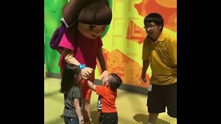Jak's  turn to meet Dora