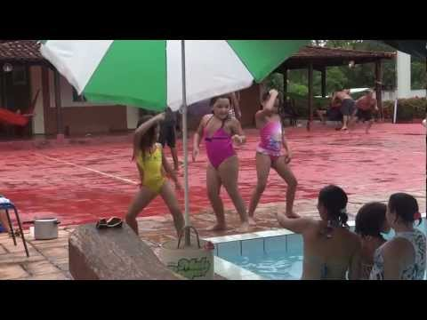 Mini Primas Dançando Funk