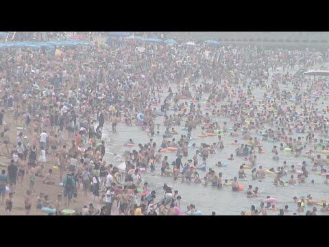 Lingering Heat Prompts Crowds to Seek Refuge at Bathing Beach in Qingdao