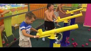 [ Disneyland Vietnam ] Bé Toy vui chơi - Tập 1 | Bắn súng