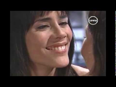 lalola Perú 7 beso de chicas