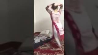 pak-hostal-gir-dance-scande