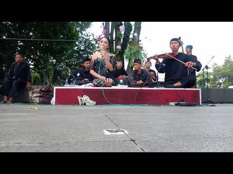 Tembang Sunda Keroncong Hariring Bandung Neng Dila