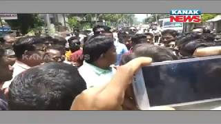 Protest Against Power Cut In Keonjhar, SDO Forced To Wear Shoe Garland