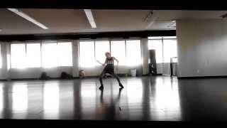 Anaconda   Niña de 11 años bailando.