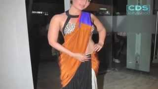 Kareena Kapoor Top Slips At Press Conference !!