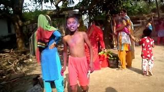 কোলকাতার মাগি পাড়াই ছেলেকে একা পেয়ে জর করে বিয়ে দেখুন তার বিয়ে